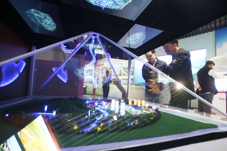 迎泽世纪城360°全息投影项目